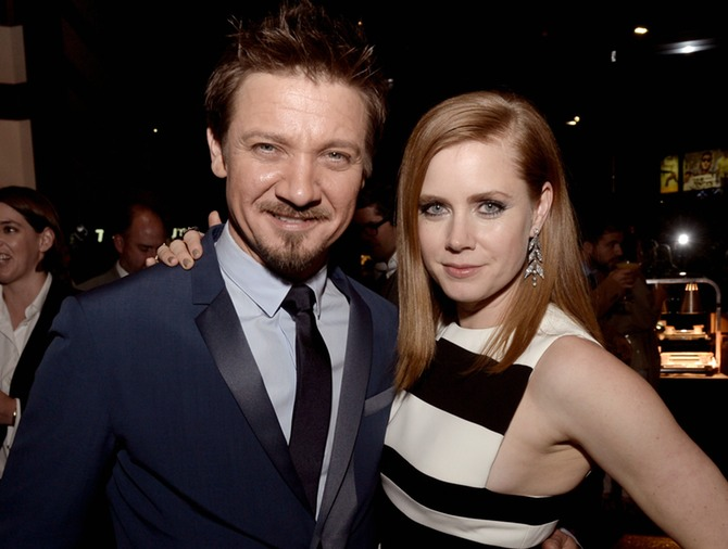 Jeremy Renner y Amy Adams